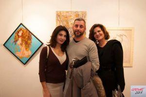 Nadia Bengala con due visitatori della mostra