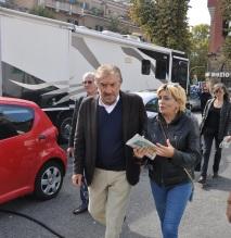 Gigi Proietti e Luciana Miocchi a piazza Sempione (foto Alessandro Pino)